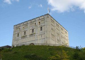800px-Norwich_castle